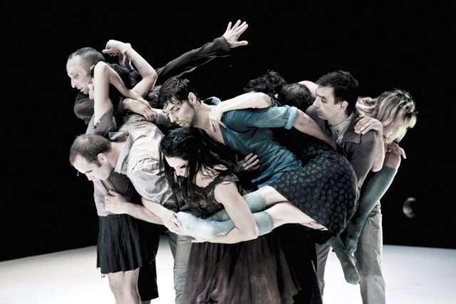 405167-danseurs-separent-pour-essayer-explorer.jpg